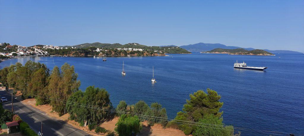 Utsikt från hotellrummet på Villa Alexis på Skiathos, en idyll!)